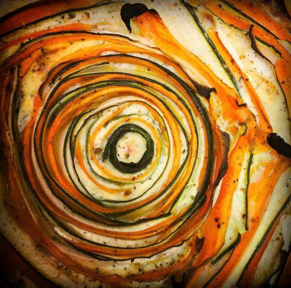 Fototafel, Gemüsequiche aus dem Holzbackofen