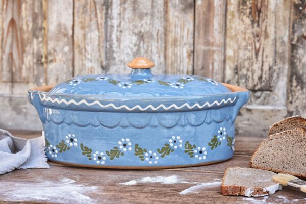 Brotbacktopf, hellblau mit floralem Dekor - auch zum Schmoren geeignet, holzbackofenfest