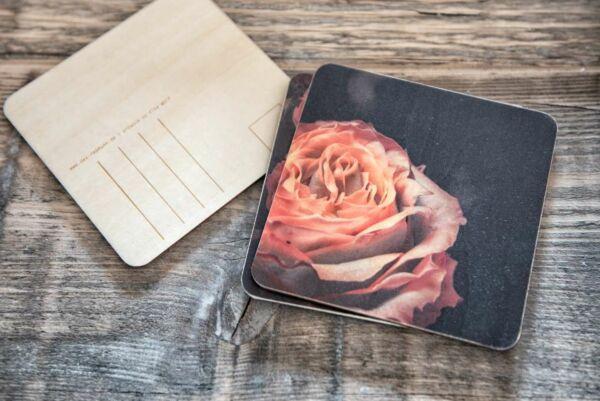Holzpostkarte 'Rose in Black'