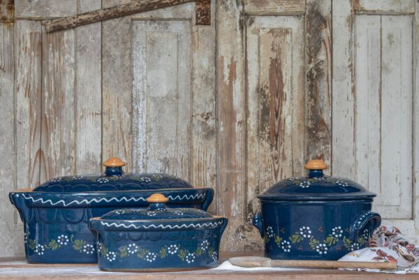 Soufflenheimer Ton - der beste Brotbacktopf der Welt; blau, mit floralem Dekor - auch zum Schmoren geeignet, holzbackofenfest