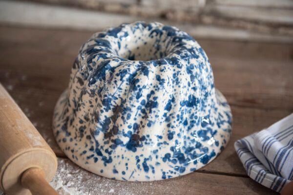 Der Gugelhupf wird im Elsass traditionell als Apéritif-Beilage, süßer Nachtisch oder als Hauptspeise zu Eintöpfen gereicht.