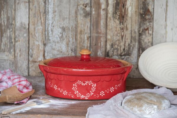Brotbacktopf, rot mit Herzdekor - auch zum Schmoren geeignet, holzbackofenfest