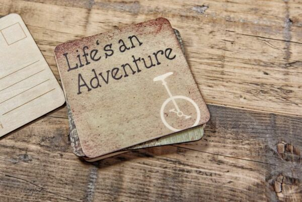 Holzpostkarte 'Life is an Adventure'